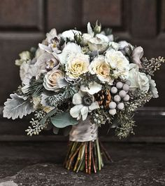 Winter Bouquet Ideas | Daisy Ellen Florals | Bridal Musings Wedding Blog