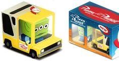 Voici le dernier BoxZet en date… Il s'agit du camion 'Pizza Planet', que l'on aperçoit – avec plus ou moins d'insistance – dans tous les films des studios Pixar. Réalisé par Paper Minions sur la base du template de ByManStudio,Lire la suiteBoxZet Pizza Planet de Paper Minions