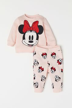 Sweatshirt and Pants - Light pink/Minnie Mouse - Kids Disney Baby Clothes, Cute Baby Clothes, Disney Outfits, Kids Outfits, Minnie Mouse Clothes, Baby Girl Fashion, Fashion Kids, Latest Fashion, Womens Fashion