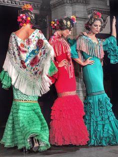Pol Núñez 2016 Flamenco Costume, Flamenco Dancers, Spanish Woman, Spanish Style, European Dress, Mexican Party, Party Looks, Ethnic Fashion, Dance Wear