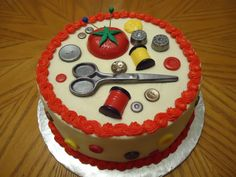 Sewing theme cake, accents made of molded chocolate