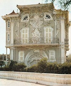 Art Nouveau.....UNBELIEVABLE!!! I JUST CAN'T SEEM TO FIND THE RIGHT WORDS! .......YUP...I'M STICKING WITH THAT ONE. UNBELIEVABLE!!! JUST FABULOUS!