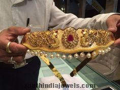 Latest model Vadanam from Premraj shantilal jain jewellers. The vadanam is crafted with peacock motifs ,precious rubies, emeralds and white stones. Indian Jewellery Design, Jewelry Design, Antique Jewellery, Vaddanam Designs, Waist Jewelry, Saree Jewellery, Gold Girl, India Jewelry, Gold Jewelry