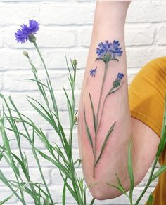 12 increíbles tatuajes de hojas y flores creados por Rit Kit #tatuajes #naturaleza #creatividad #ideasparatatuajes