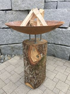Feuerstamm wood - design fire bowl on a solid trunk - unique from steel ar . feuerstamm wood – design fire bowl on a solid trunk – unique from stahl-art Rufer Metal Fire Pit, Concrete Fire Pits, Diy Fire Pit, Fire Pit Backyard, Portable Barbecue, Grill Barbecue, Fire Pit Designs, Grill Design, Fire Bowls