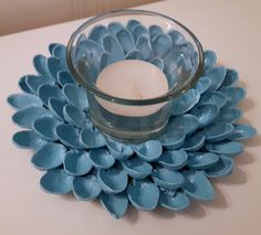 Easy DIY pistachio shell votive holder Art N Craft, Craft Stick Crafts, Fun Crafts, Arts And Crafts, Paper Crafts, Plastic Spoon Crafts, Plastic Spoons, Pistachio Shells, Sweet Gum