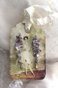 beautiful earrings on art card~ ozma of odds <3