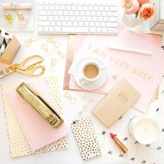 25 Desk Accessories That Will Make Your Workspace Chic AF If you love pretty and glamorous things. Let your feminine flag fly with soft pink and gold touches scattered throughout. Your desk is yours, so make it as girly as you are — no compromises need Office Color Schemes, Home Office Colors, Touch Of Gold, Pink And Gold, Rose Gold, Pink Gold Office, Pink Cd, Pink Office Decor, White Office