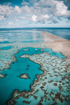 Bucket List Alert: Helicopter Over the Great Barrier Reef to Australia's Newly Opened Heart Island - 2020 World Travel Populler Travel Country Places To Travel, Places To See, Travel Destinations, Holiday Destinations, Great Barrier Reef Australia, Hamilton Island, Jolie Photo, Travel Aesthetic, Australia Travel