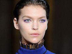 Bunte Mascara: Wimpern im Farbrausch. Mehr Mut zur Farbe - Promi-Make-up-Artist Adam Burrell gibt Tipps, wie bunte Wimpern am schönsten wirken.
