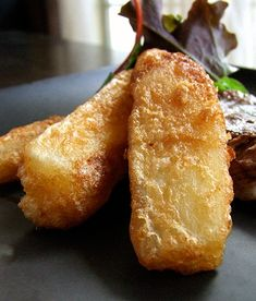 Try This: Yucca (or Yuca) Fries Fried Yuca, Yucca Fries, Pollo Tropical, Puerto Rico, Spanish Dishes, Cuban Dishes, Spanish Food, Chips, Cuban Recipes