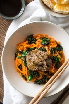 Spiralized Paleo Orange Beef Stir Fry with Kale and Sweet Potato Noodles - A healthy twist on takeout that is ready in 20 minutes! Kale Recipes, Fodmap Recipes, Healthy Recipes, Supper Recipes, Recipies, Sweet Potato Noodles, Veggie Noodles, Spiral Slicer Recipes, Orange Beef