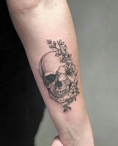 Amazing skull and flowers tattoo, - Schädel Tattoo - Tatoo Ideen Mini Tattoos, Cute Tattoos, Body Art Tattoos, Small Tattoos, Thigh Tattoos For Men, Skull Thigh Tattoos, Tricep Tattoos, Tatoos, Skull Sleeve Tattoos