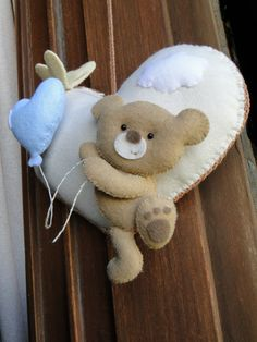 felt bear and heartLovely idea for a mobile pieceBambino in arrivoThings I wished I was clever enough to make.kocia na Stylowi. Baby Crafts, Felt Crafts, Diy And Crafts, Felt Wreath, Baby Mobile, Felt Baby, Felt Decorations, Felt Patterns, Felt Fabric