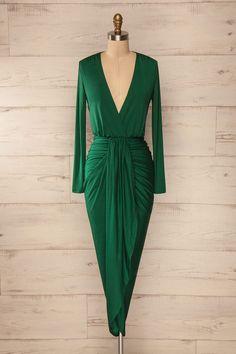 Cette robe avec ses drapés angulaires complémentera parfaitement les courbes…