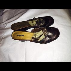 Kenneth Cole Unlisted Clogs Brown Kenneth Cole Unlisted Heel Clogs size 10M ManMade Upper ManMade outsoles Kenneth Cole Shoes Mules & Clogs