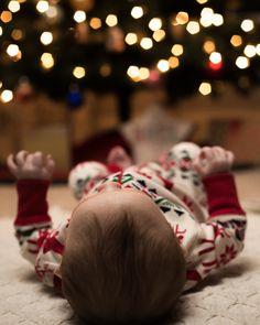 58 Ideas For Photography Diy Christmas Newborn Christmas Pictures, Family Christmas Pictures, Newborn Pictures, Baby Pictures, Baby Photos, Christmas Pics, Babies First Christmas, Christmas Baby, Foto Baby