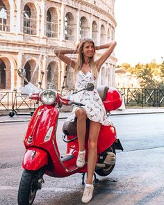 Motos Vespa, Vespa Scooters, Vespa Girl, Scooter Girl, Beautiful Women Pictures, The Most Beautiful Girl, Red Vespa, Chicks On Bikes, Piaggio Vespa