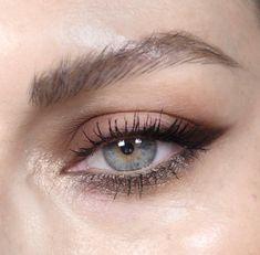 I love this make-up look .- Ich liebe diesen Make-up-Look I love this makeup look # make-up glitter - Makeup Goals, Makeup Inspo, Makeup Art, Makeup Inspiration, Makeup Tips, Beauty Makeup, Makeup Ideas, Huda Beauty, Eye Makeup Blue