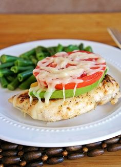 Yum, simple and easy for a quick dinner! Avocado Chicken, tomato and green beans (or any veggie) gorgeous and healthy low carb option. Think Food, I Love Food, Food For Thought, Good Food, Yummy Food, Tasty, Healthy Cooking, Healthy Snacks, Healthy Eating