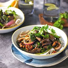Pepper beef & walnut stir-fry Stir Fry Recipes, Wine Recipes, Foods With Gluten, Gluten Free Recipes, Wine News, Japchae, Dairy Free, Fries, Beef