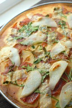 GF Pear Proscuitto Arugula Pizza and The Infinite Monkey Theorem's Sauvignon Blanc | Boulder Locavore