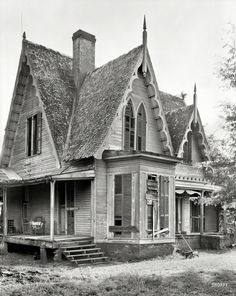 "Shorpy Historical Photo Archive :: 1939. ""Knight House, Greensboro vicinity, Hale County, Alabama. Gothic Revival two-story frame built c. 1840."" 8x10 negative by Frances Benjamin Johnston."