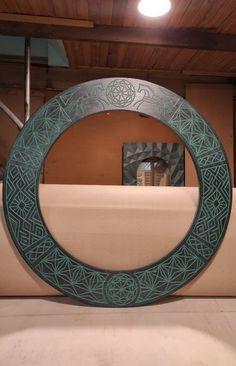 Зеркало в русском стиле LADOGA ROUND Green в деревянной раме в зелено-черных тонах станет превосходным дополнением к туалетному столику и будет отлично смотреться в дуэте с консолью в прихожей. Black Mirror, Round Mirrors, Bathroom Mirror Storage, Bathroom Mirror Design, Bathroom Mirrors, Entry Mirror, Wood Mirror, Moroccan Mirror, Rustic Furniture