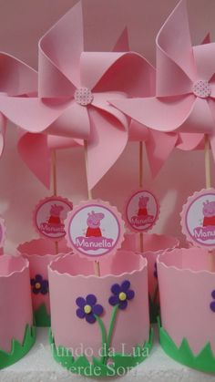 Pinwheels, cricut name and image branding Pig Birthday Cakes, 2nd Birthday Parties, Baby Birthday, Fiestas Peppa Pig, Cumple Peppa Pig, Peppa Pig Pinata, Peppa E George, George Pig, Aniversario Peppa Pig