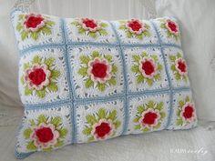 sweet crochet pillow with flowers - bad link Crochet Pillows, Crochet Cushion Cover, Crochet Afgans, Knit Pillow, Crochet Squares, Crochet Granny, Crochet Motif, Crochet Yarn, Crochet Patterns