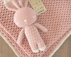 Podes encargar tu manta vainilla haciendo juego con tu dormilón Hay varios colores para combinar Consultas y pedidos: arandano.aranda@gmail.com https://www.facebook.com/Arandanocrochet