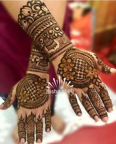 Mehndi designs to glamorize and complete this virtuous ritual of mehndi Rose Mehndi Designs, Latest Bridal Mehndi Designs, Khafif Mehndi Design, Henna Art Designs, Mehndi Designs For Girls, Modern Mehndi Designs, Mehndi Designs For Fingers, Mehndi Design Photos, Wedding Mehndi Designs