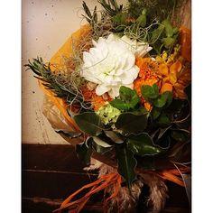 marimariamondaygift  ダリア マリーゴールド モカラ ミント ローズマリー グミ ニゲラ 羽根リボン  インドの方へのgiftを 国旗をイメージしてくださいとのオーダーでした。  #buenof #gift #花屋 #花屋さん #オーダー花屋 #レストランと花屋さん #三軒茶屋 #太子堂 #flor #flower #flowers #instaflower #vscoflowers #植物 #ブーケ #アレンジブーケ #bouquet2016/05/27 11:20:40