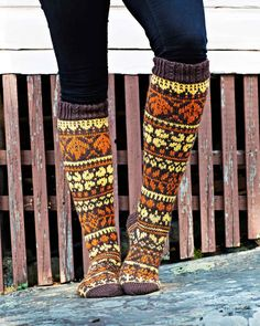 Fair Isle Knitting, Knitting Socks, Knit Socks, Rainbow Dog, Leg Warmers, Mittens, Lana, Knit Crochet, Crochet Socks