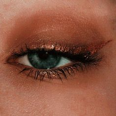Gold Eyeliner – Bobby Brown – You are in the right place about eyeliner subtle Here we offer you the most beautiful pictures about the eyeliner colored you are looking for. When you examine the Gold Eyeliner – Bobby Brown – part of the picture you can … Makeup Goals, Makeup Inspo, Makeup Art, Makeup Inspiration, Makeup Ideas, Makeup Tips, Makeup Products, Scary Makeup, Makeup Style