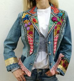 Patchwork vintage fabrics and ribbons. OOAK and handmade upcycle denim jacket. Blazer Fashion, Denim Fashion, Moda Hippie, Denim Crafts, Embroidered Clothes, Recycled Denim, Hippie Dresses, Denim Outfit, Textiles
