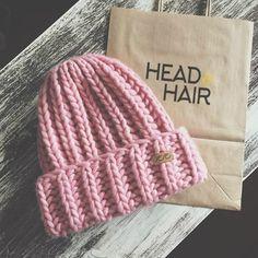 Начинается сезон утеплённых головных уборов и болей по поводу того, как же выглядеть красиво в шапке. Какие прически можно использовать под шапку? #headhair #headandhair #hair #winter #november #волосы #шапка