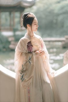 hanfu movement , ancient chinese clothing female hanfu vs kimono, ruqun, hanfu pattern, shenyi who made