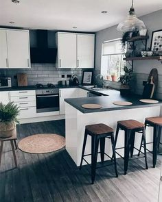 "For a small kitchen ""spacious"" it is above all a kitchen layout I or U kitchen layout according to the configuration of the space. Kitchen Room Design, Modern Kitchen Design, Home Decor Kitchen, Kitchen Layout, Interior Design Kitchen, Home Kitchens, Minimal Kitchen, Kitchen Designs, Farmhouse Kitchens"