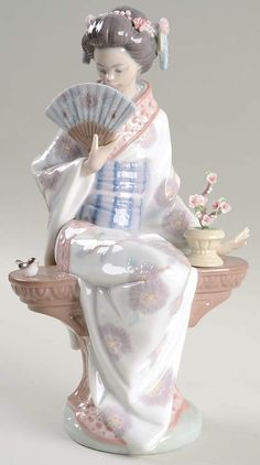 Lladro Figurines Madame Butterfly-Girl With Fans - No Box by Lladro Polymer Clay Dolls, Asian Doll, Beautiful Figure, Clay Ornaments, Retro Home Decor, Collectible Figurines, Sculptures, Madame Butterfly, Pottery