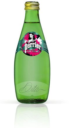 Stripper Dita Von Teese nas garrafas de Perrier no Brasil Dita Von Teese, Agua Mineral, Mineral Water, Vintage Burlesque, Art Of Seduction, Calendar Girls, Marketing, Water Bottle, Bottled Water