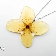 Cel mai bun designer de bijuterii din lume este... NATURA!  #natural #bijoux #bijuterii #colier #flori #floare #argint #handmade…