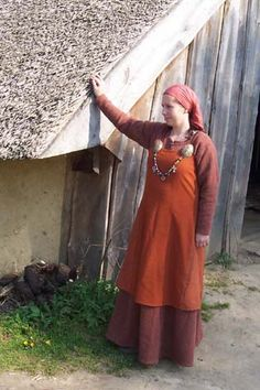 Hedeby style Viking outfit by Morwenna (site now apparently defunct, but I have the link accessible via archive.org)