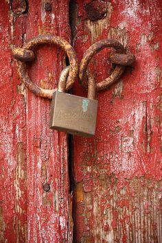 Detail of an old door. San Giusto hill, Trieste, Italy, by Luca Zappacosta Old Door Knobs, Door Knobs And Knockers, Knobs And Handles, Door Handles, Old Doors, Windows And Doors, Rust Never Sleeps, Afrique Art, Old Keys
