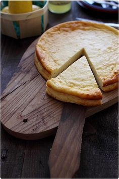 Fiadone- Cheese pie- (region of Abruzzo-Molise) French Dishes, Exotic Food, Corsica, Just Desserts, Food Inspiration, Love Food, Sweet Recipes, Cheddar, Feta
