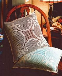 Des housses de coussins en crochet faites à la main qui donnent à la maison une touche de confort en plus.Le travail au crochet donne une couleur différente à chaque maison. Voici des modèles des coussins au crochet avec leurs … Lire la suite... →