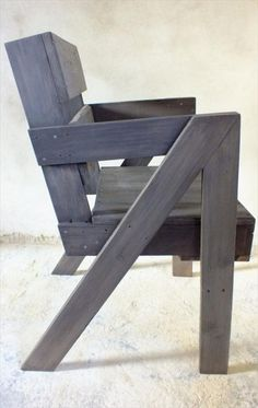 DIY Stylish Pallet Chair | 99 Pallets