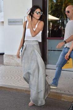 Modeschmuck Frau Trend: Was ist der Trend Frau 2019 bijoux fantaisie femme 2019 Floral Skirt Outfits, Fall Floral Dress, Casual Dress Outfits, Outfit Jeans, Casual Summer Outfits, Mode Outfits, Fashion Outfits, Outfit Summer, Floral Tunic