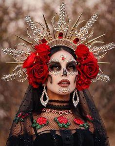 Sugar Skull Costume, Sugar Skull Makeup, Up Halloween, Halloween Makeup, Halloween Costumes, Sugar Skull Artwork, Mexico Day Of The Dead, Movie Makeup, Fantasias Halloween