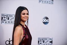 Selena Gomez at the AMAs red carpet November 2015
